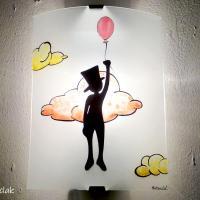 Applique murale artisanale fantaisie motif zebulon accroche a un ballon rouge