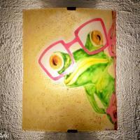 Applique murale artisanale motif grenouille a lunette