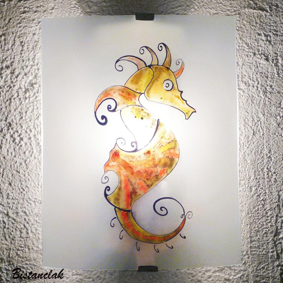 Applique murale artisanale motif hippocampe colore jaune orange