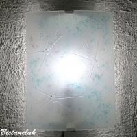 Applique murale blanche et touche de couleur mauve et turquoise graphisme epure fleur de givre