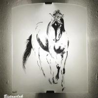 Applique murale blanche motif cheval en esquisse