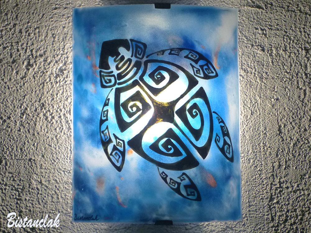 Applique murale bleu motif tortue ethnique creation artisanale par bistanclak