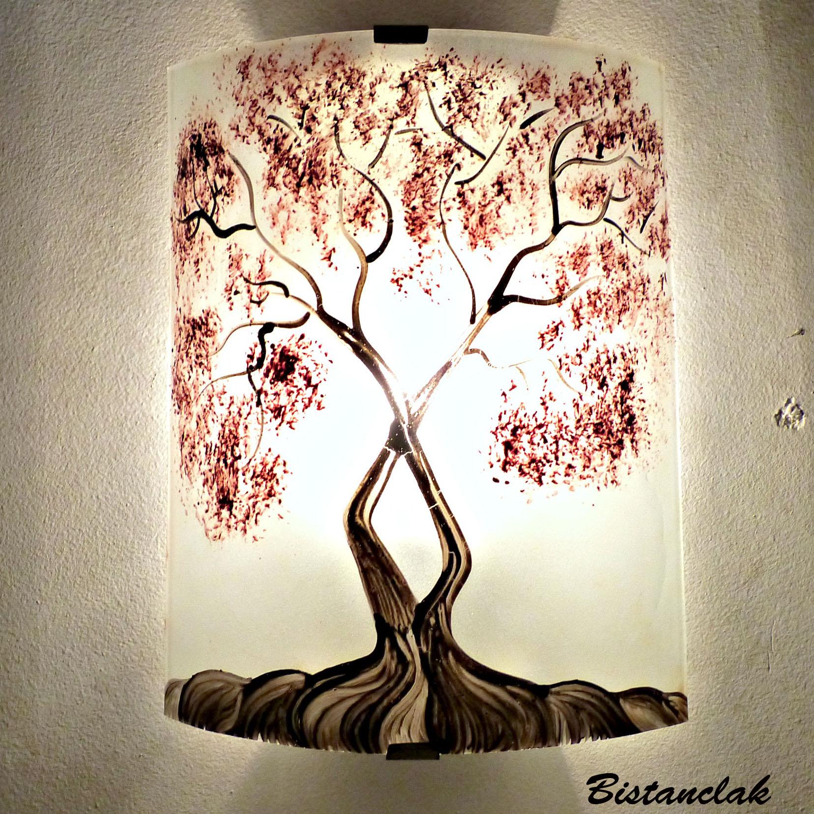Applique murale decorative et eclairante blanche motif arbre de jane rouge 2