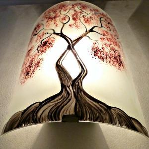 Applique murale decorative et eclairante blanche motif arbre de jane rouge 4