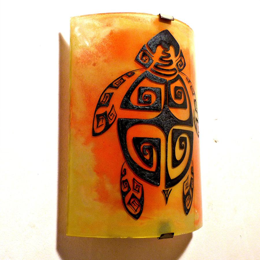 Applique murale demi cylindre jaune orange motif tortue stylisee spirales carrees 3