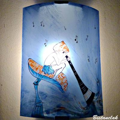 Applique murale bleu motif lutin joueur de didjeridoo