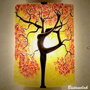 Applique murale jaune et rouge motif arbre danseuse