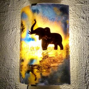 Applique murale le reflet de l elephant orange violet 6