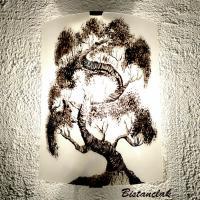 Applique lumineuse blanche au motif d'un bonsaï vendue en ligne
