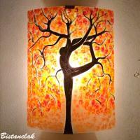 Applique murale orange motif arbre danseuse en peinture sur verre