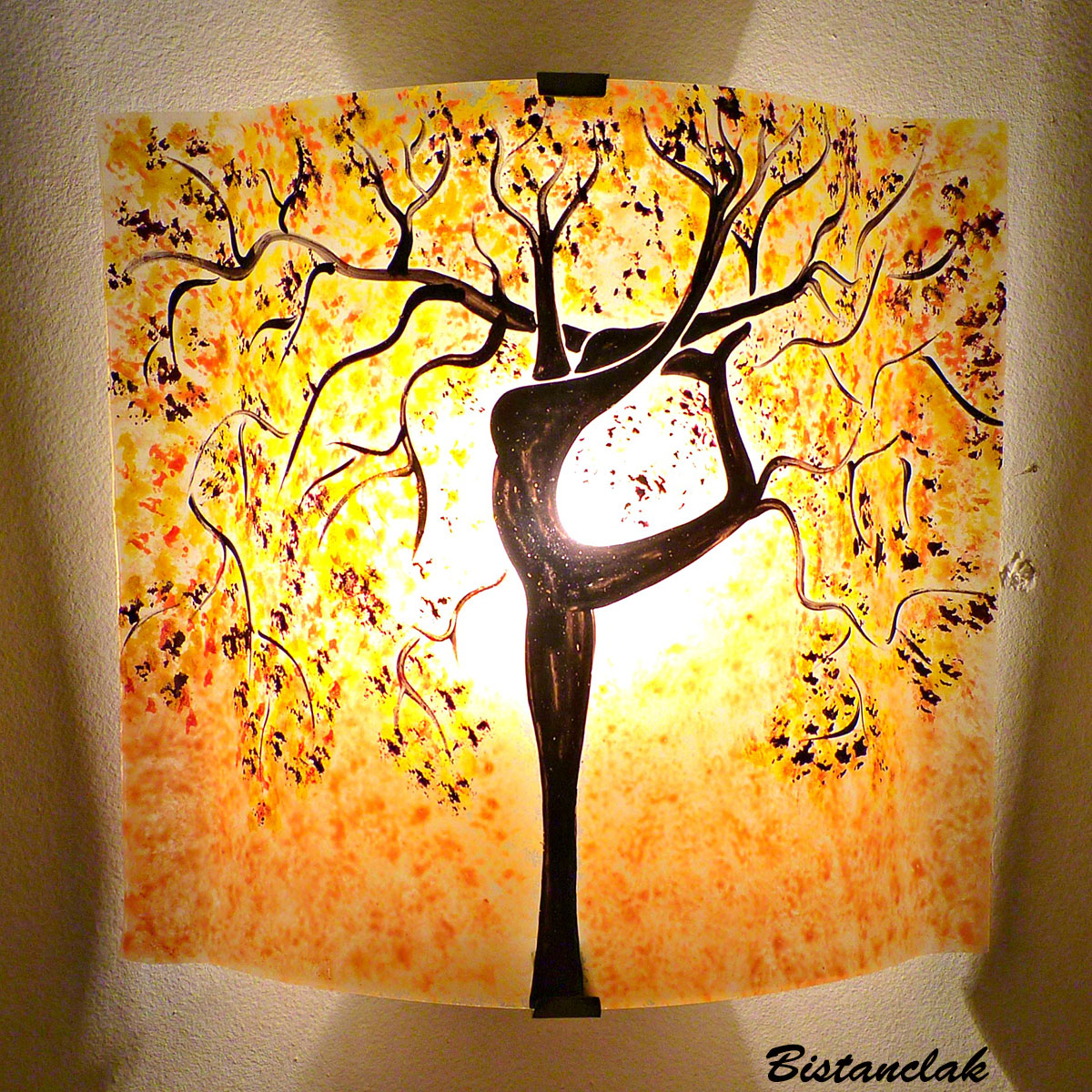 Applique murale sable jaune bordeau motif arbre danseuse