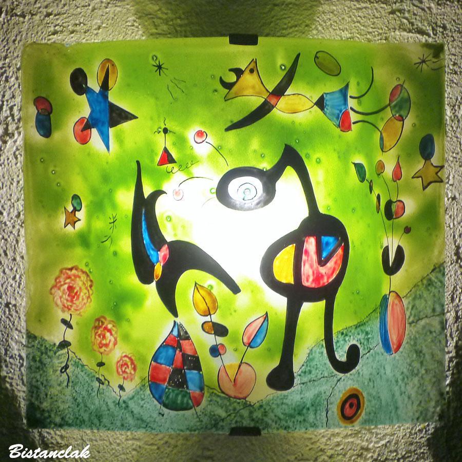 Applique murale verte et multicolore motif fantaisie inspire de miro