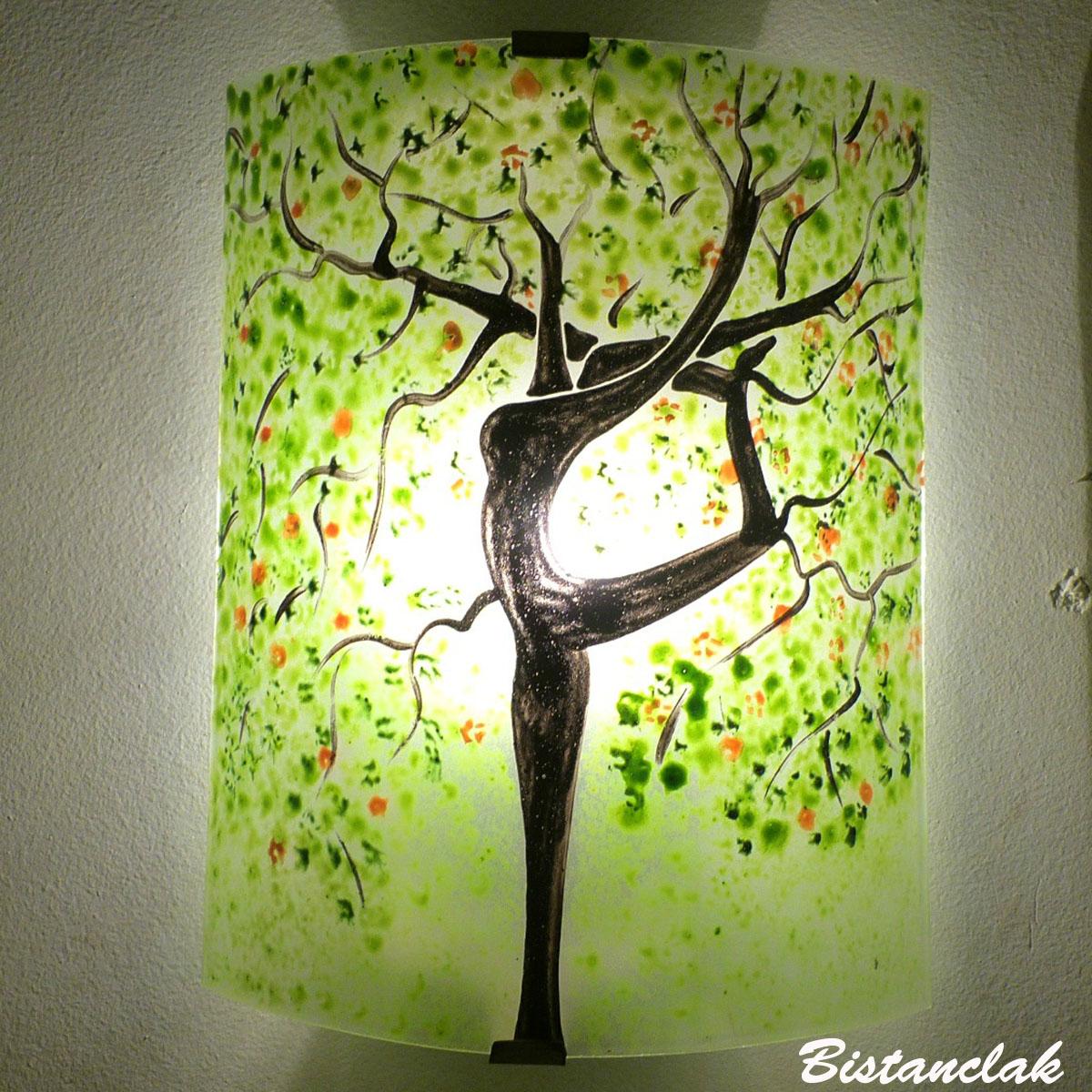 Applique en verre colorée verte motif arbre danseuse