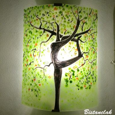Applique murale artisanale verte au dessin d'e l'arbre danseuse