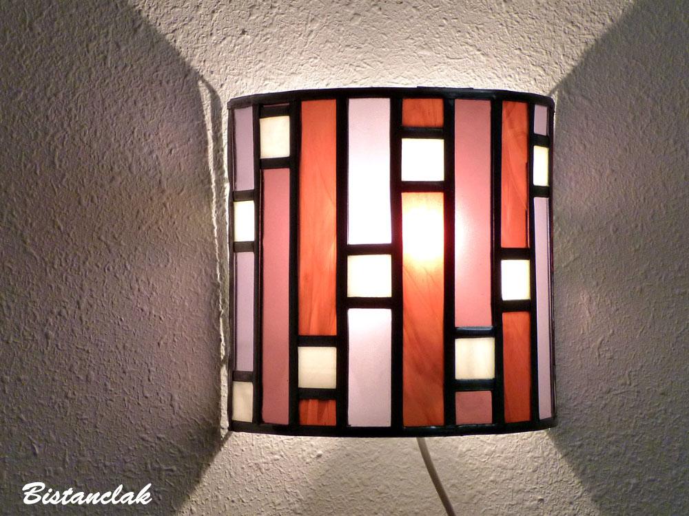 Applique murale vitrail art deco forme demi cylindre rose et violet 1 1