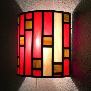 Applique murale vitrail demi cylindre art deco rouge et beige 10 1