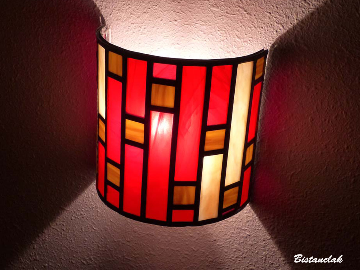 Applique murale vitrail demi cylindre art deco rouge et beige 18 1