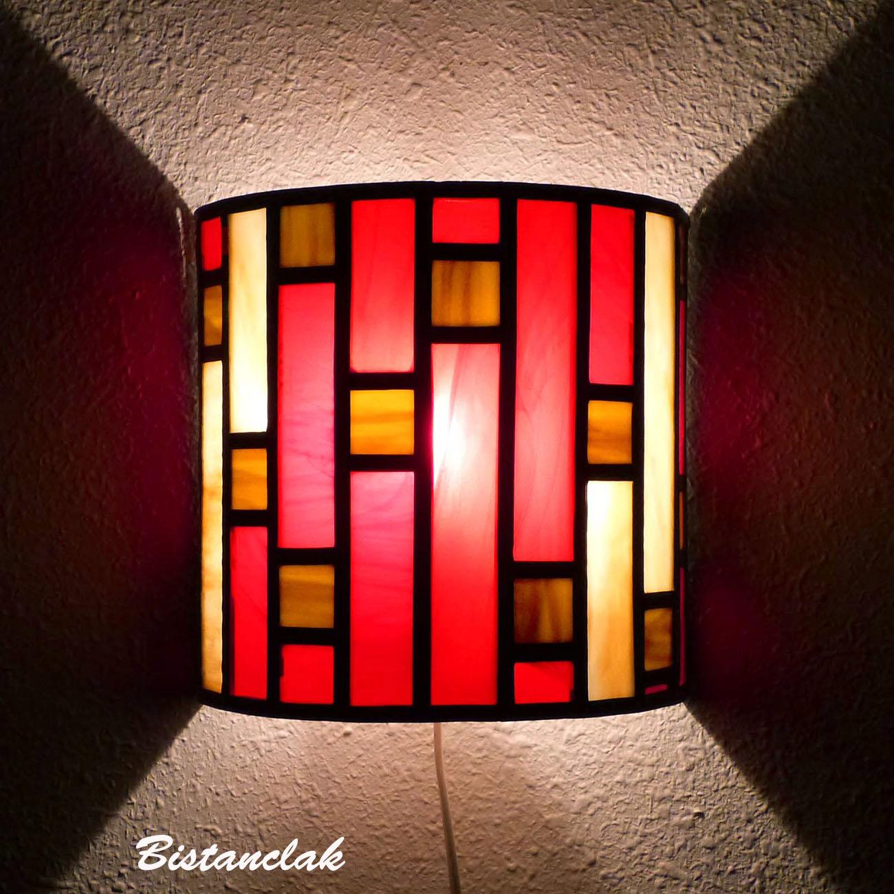 Applique vitrail demi-cylindre rouge et ambre