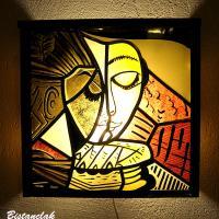 applique murale vitrail carré  motif la liseuse jaune et rouge