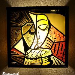 Applique vitrail carré motif la liseuse