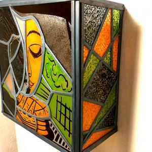 Applique murale vitrail orange vert et noir la femme lisant inspiration picasso 2 1
