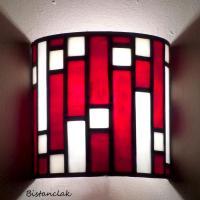 Applique murale vitrail rouge carres blanc