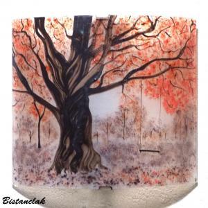 Applique rouge et mauve motif balancoire sous un arbre