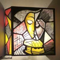 Applique vitrail artisanale coloree motif abstrait cubiste d une femme