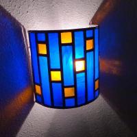 Applique murale vitrail demi cylindre bleu cobalt et ambre vendu en ligne