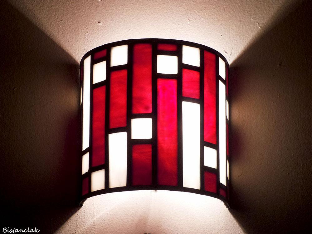 Applique vitrail demi cylindre rectangle rouge et carre