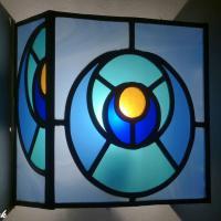 Applique vitrail forme carree bleu turquoise et orange modele