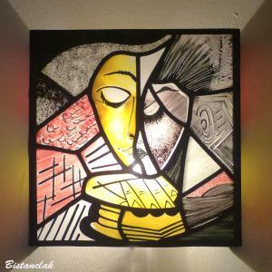 Applique vitrail jaune et rouge la liseuse