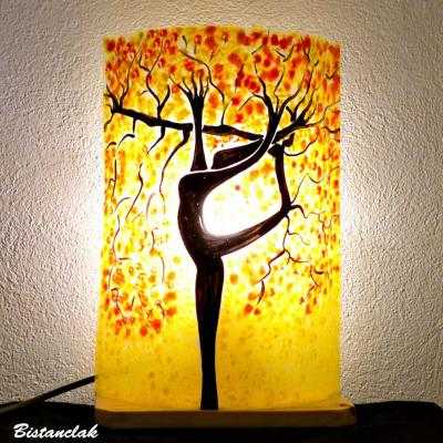 Lampe jaune motif arbre danseuse