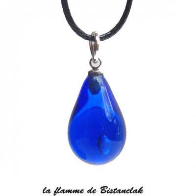 Collier pendentif goutte de verre bleu roi transparent