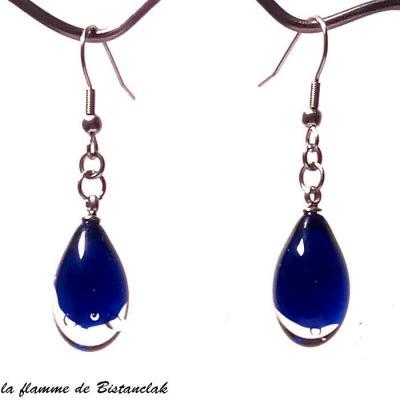 boucles d'oreilles goutte de verre bleu roi transparente
