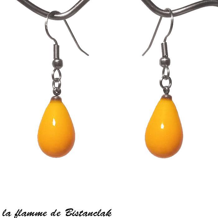 Bijou d oreilles en verre file forme goutte jaune orange opaque