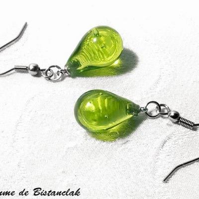 boucles d'oreilles goutte de verre vert pomme transparente