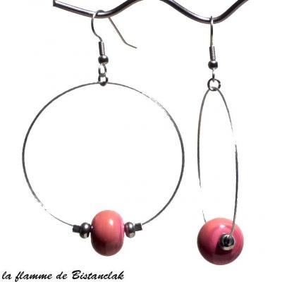 boucles d'oreilles créoles et perles de verre corail