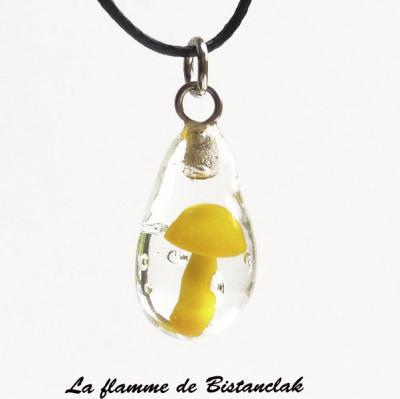 Pendentif goutte champignon jaune en verre filé