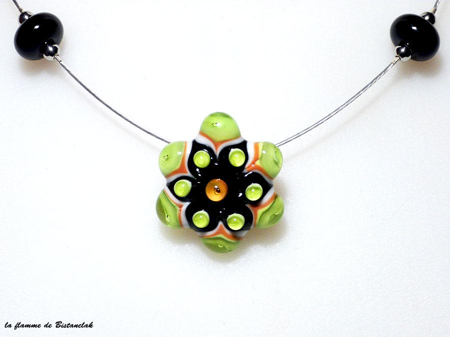 Bijou vert et orange fleur en verre file