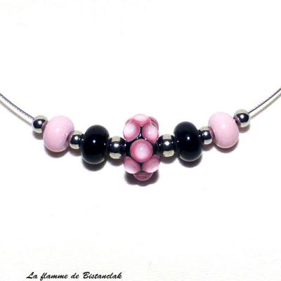 Collier perles de verre rose et noir collection virus