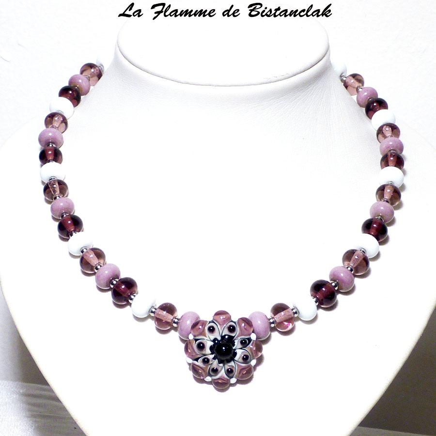 Bijoux en perles de verre rose violet et pendentif fleur