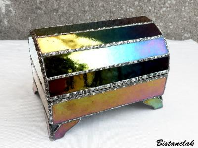 Boite vitrail iridescente forme coffre