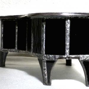 Boite piano vitrail detail