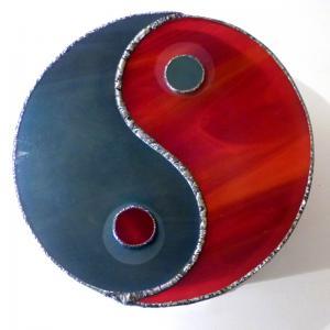 Boite vitrail yin yang rouge et gris 3