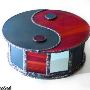 Boite vitrail yin yang rouge et gris