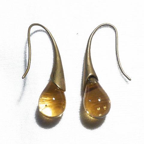 Boucle d oreilles larme en verre file couleur ambre sur crochet laiton