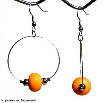 boucles d'oreilles créoles et perles de verre jaune orangé
