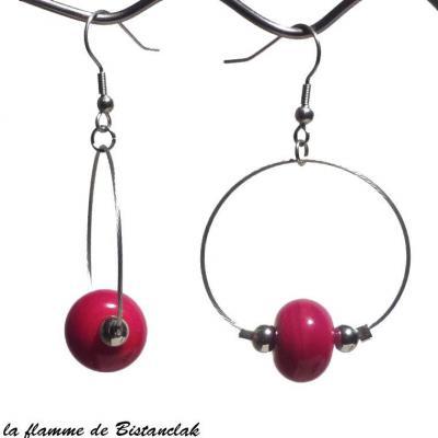 boucles d'oreilles créoles et perles de verre rouge