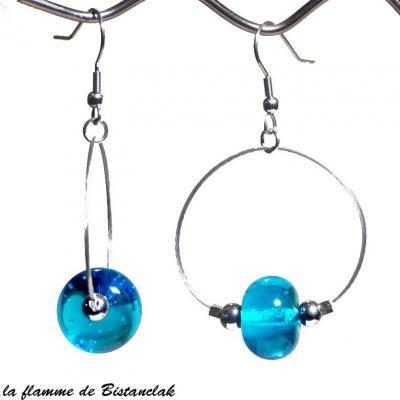 boucles d'oreilles créoles et perles de verre aigue-marine transparent